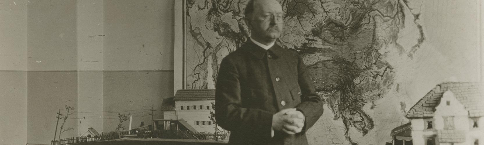 Bethold Otto in his class room